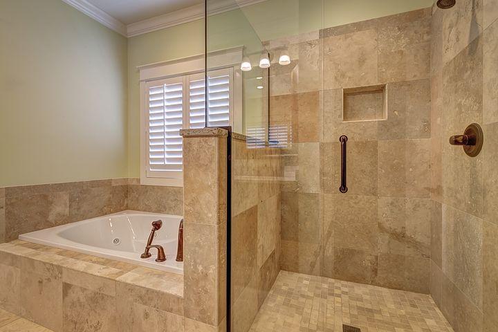 Jaką kabinę prysznicową wybrać? Sprawdź nasze porady i wskazówki i poznaj opinie innych użytkowników!
