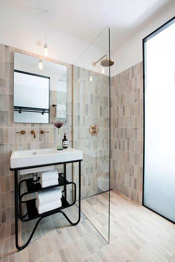 Szklana kabina prysznicowa z montażem na podłodze